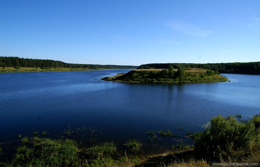 Красивый залив вверх по Волге