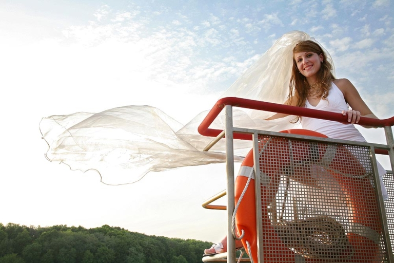Невеста на борту теплохода
