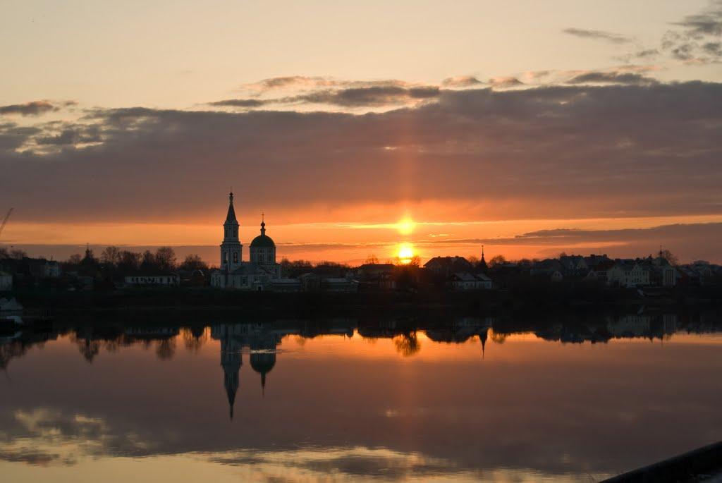 Закат над устьем реки Тверца