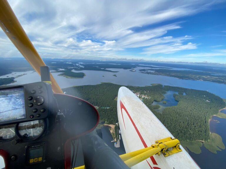 Вид сверху на озеро Селигер