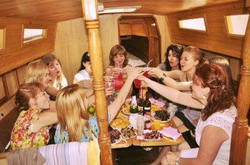 Дивичник - празднование в каюте яхты