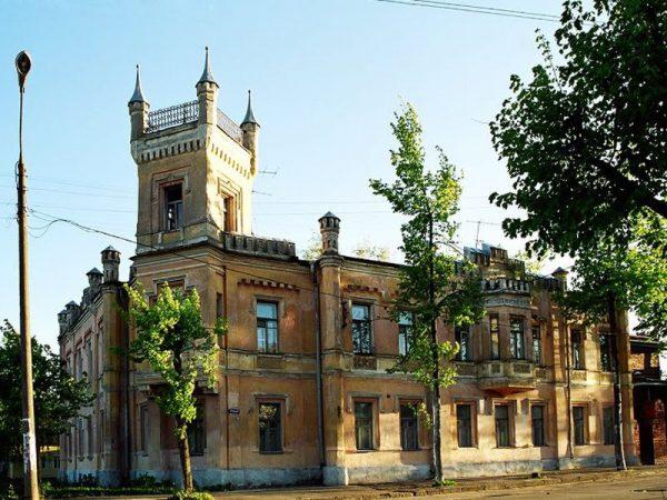 Дом с башенкой, в центре Твери